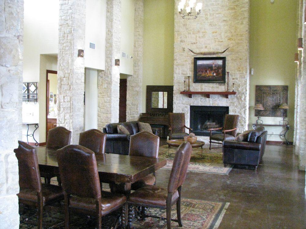 Clubhouse interior1
